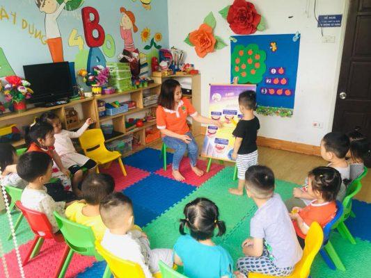 day be cham noi 533x400 - Nguyên nhân chậm nói ở trẻ và cách dạy bé chậm nói hiệu quả nhất